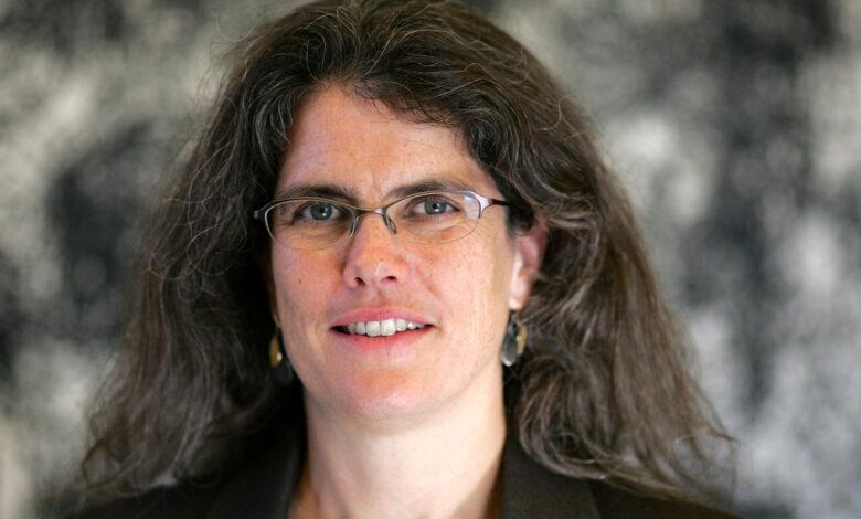 أندريا جيز (Andrea Ghez) تفوز بجائزة نوبل في الفيزياء لعام 2020 عن اكتشاف  الثقوب السوداء – ذكي تيك